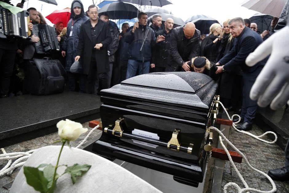 ZBOGOM, KRALJU: Šaban sahranjen uz zvuke harmonike