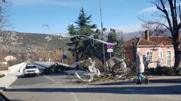 Olujni vjetar pričinio štetu i u Danilovgradu (FOTO)