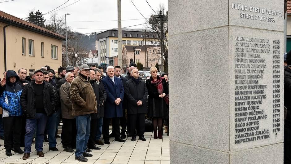 Spomenik Otetima iz voza u Štrpcima