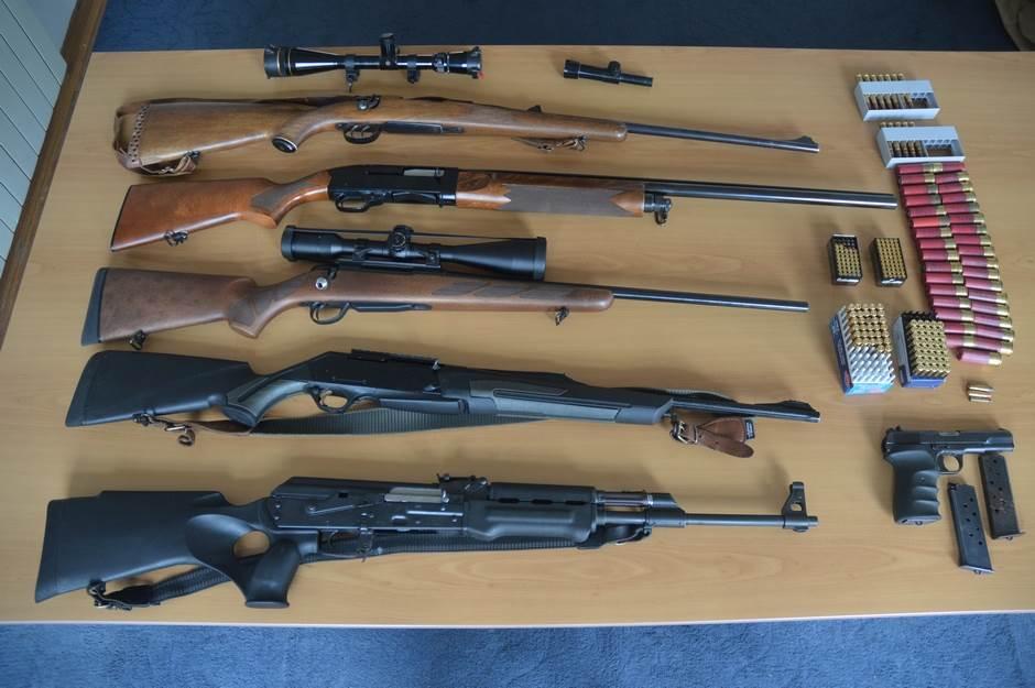 oružje, puške, meci, pištolj