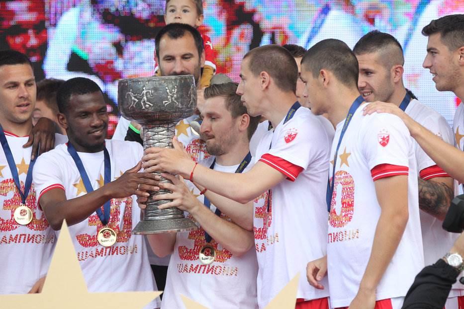 Zvezda proslavila titulu, ovacije Miloju i Milijašu!