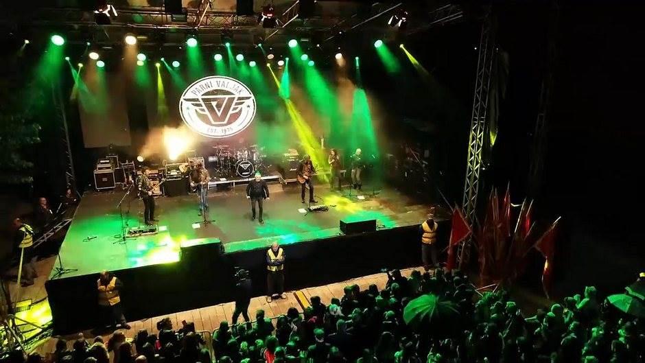 """""""Parni valjak"""" zabavljao publiku na Cetinju"""
