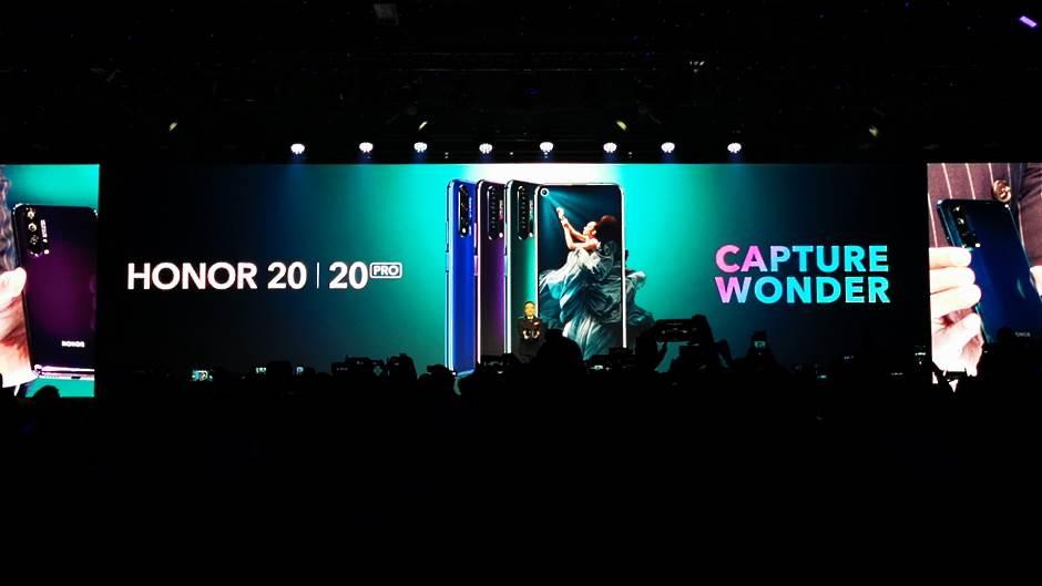 """Huawei gubi milijarde, ali """"SAD ih neće zaustaviti"""""""