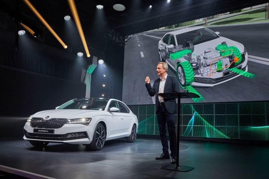 Nova Škoda Superb: Prvi put i hibrid i Scout (FOTO)