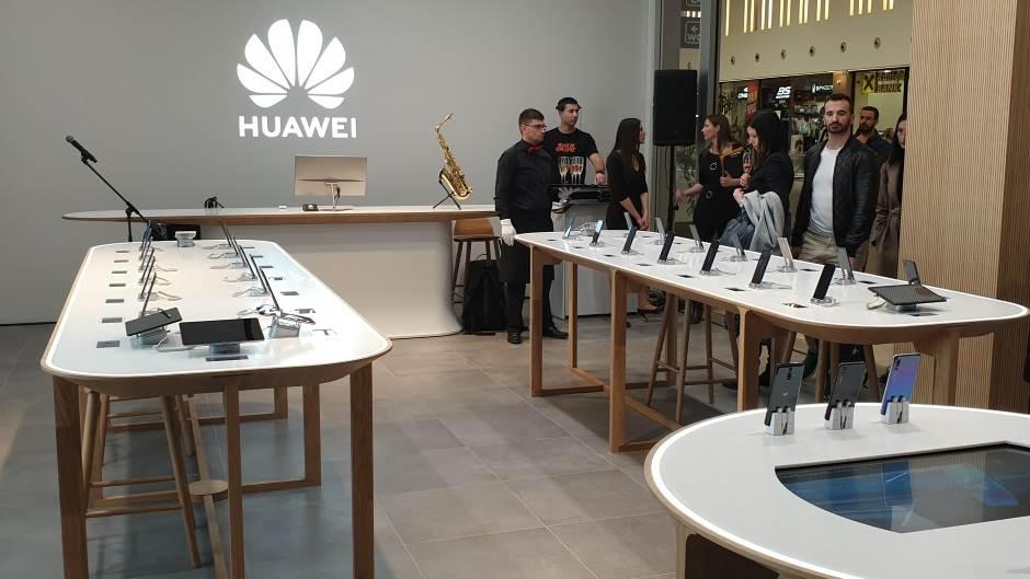 Tramp i dalje po starom: Huawei je pretnja Americi