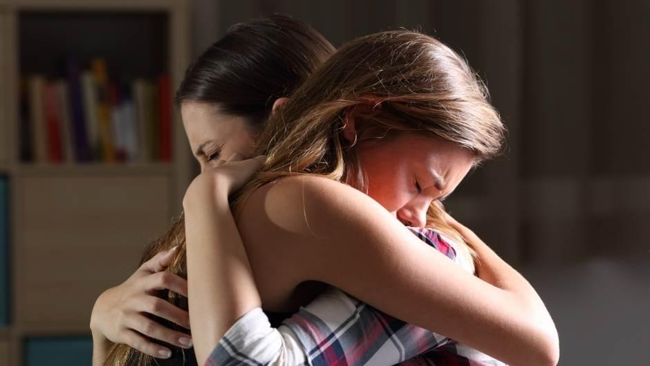 pomoć, zagrljaj, depresija, prijateljice