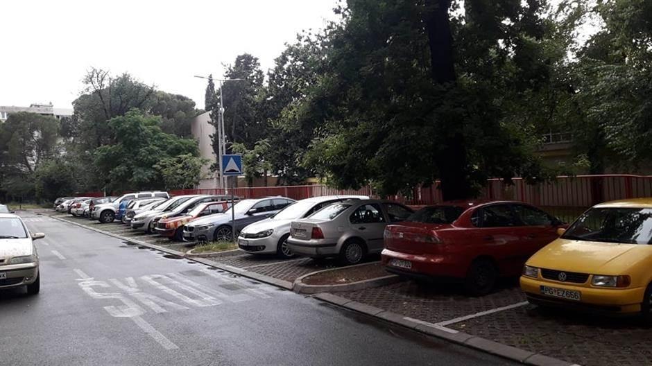 Maksim Gorki, škola, parking