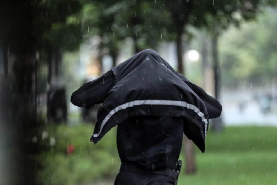 """PROVALA OBLAKA: Novi """"potop"""" u Beogradu (FOTO, VIDEO)"""