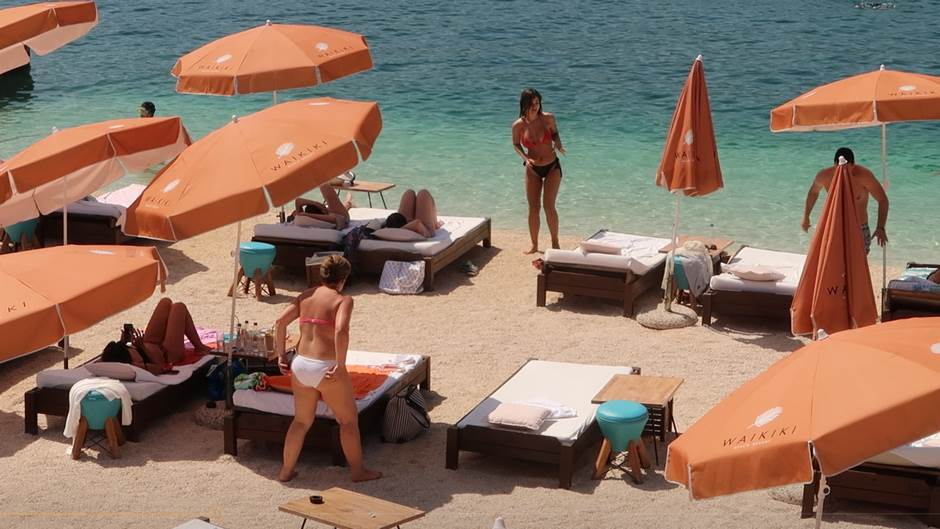 Tivat, plaža, more, kupaći, bikini, leto, ljeto, letovanje, ljetovanje, sunce, turizam