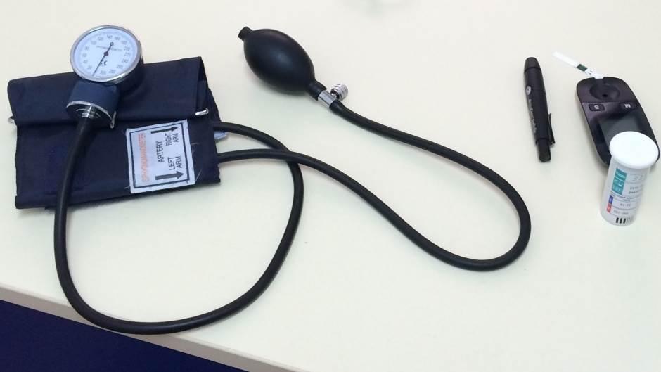 pritisak, dijabetes, aparat za merenje pritiska, lekar, pregled