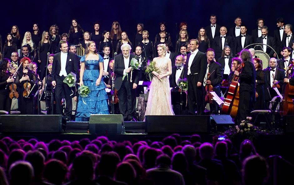 Slavnog operskog pevača žene optužile za uznemiravanje!