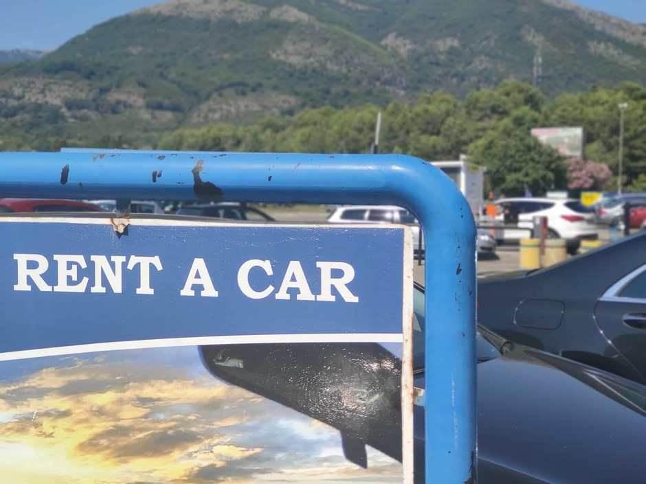 Rent a car parking aerodrom
