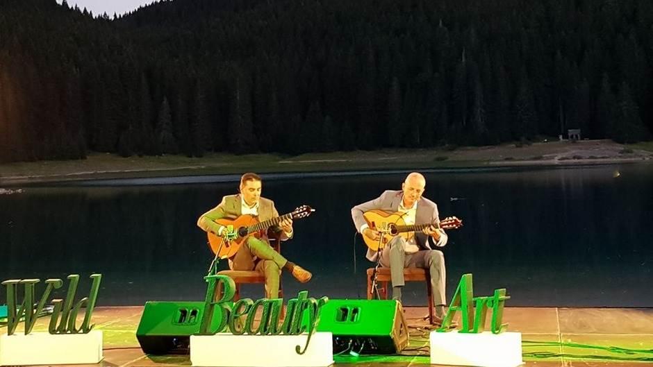 Zvuci gitara oduševili publiku na Crnom jezeru! (VIDEO)