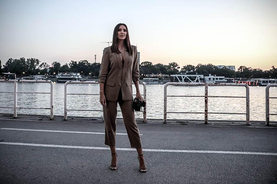 NE MIRUJE: Kaća Grujić pravi povratničku žurku!