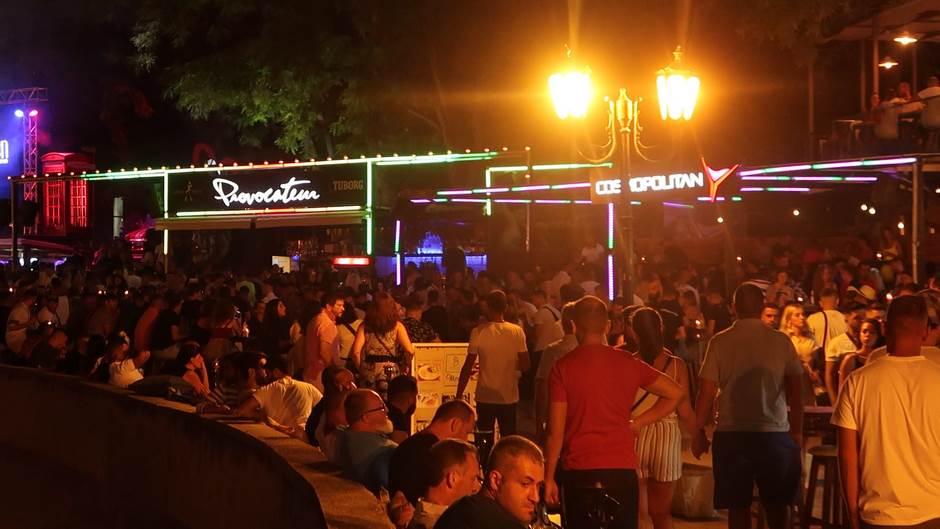 U Ulcinju noćni život najburniji u Crnoj Gori! (VIDEO)