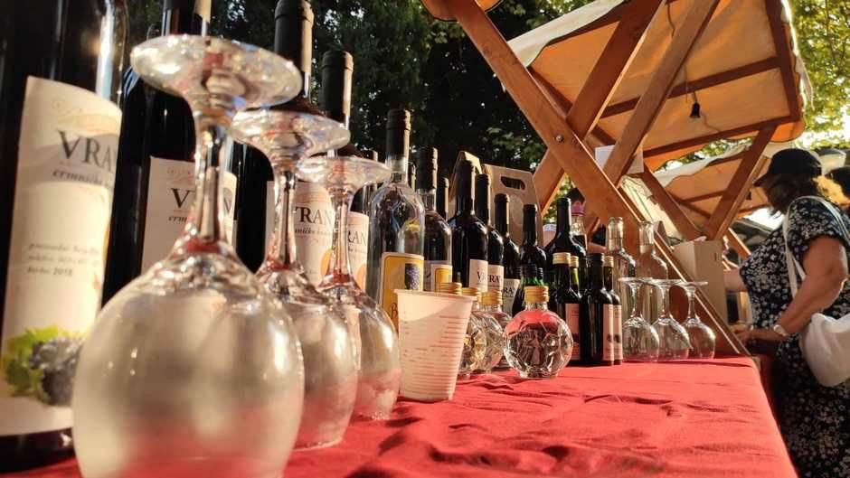 """Izgaženo"" vino na prvom Festivalu grožđa! FOTO VIDEO"