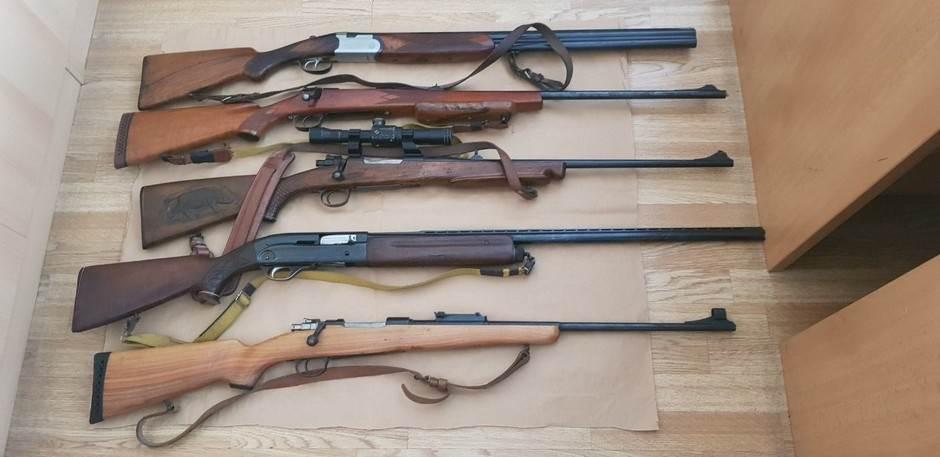 bar, oružje
