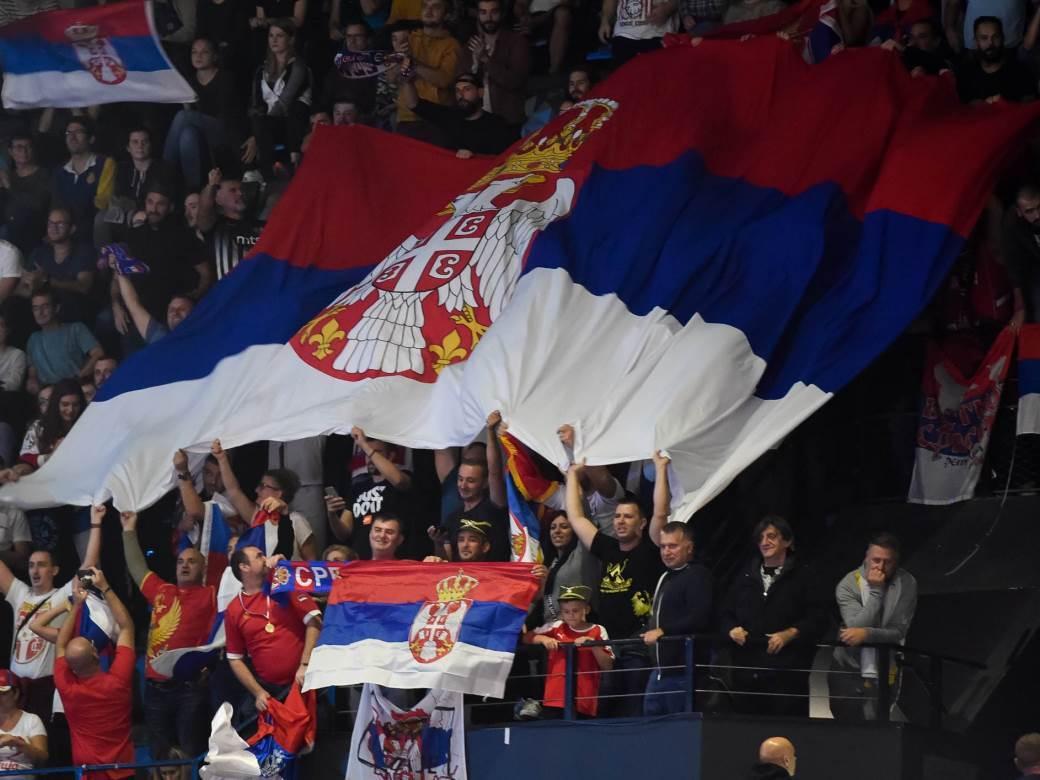 Srbija, navijači, zastava