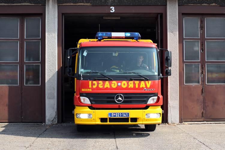 Vatrogasna kola, vatrogasci