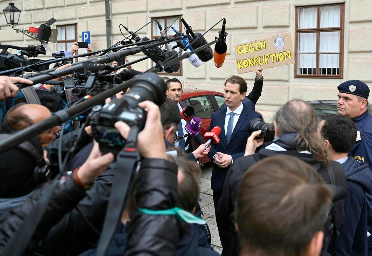 Kurc se obraća novinarima u Beču