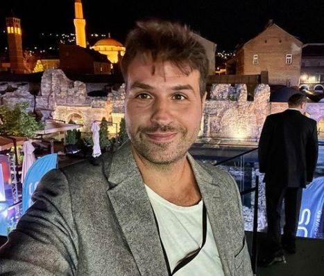 Zoran Lisinac je reditelj i scenarista filma Toma