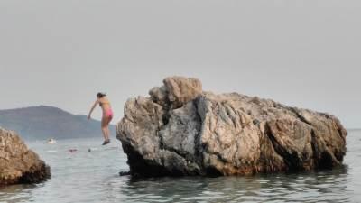 Herceg Novi plaža more plaza skok kupanje