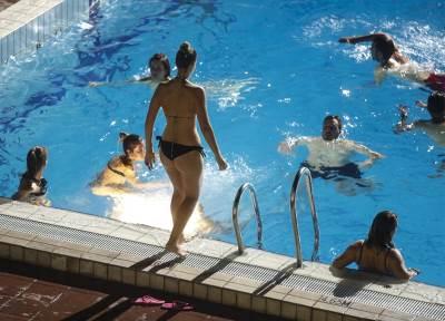 taš, bazen, noćno kupanje, tašmajdan, leto, vrućina, noć, noćno bazeni