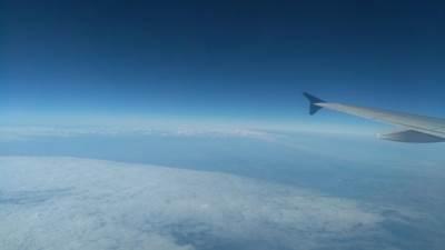 nebo avion let letenje letovi oblak oblaci pilot krilo aviona