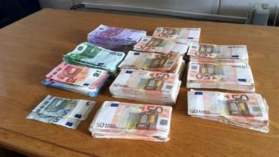 novac, devize, carina