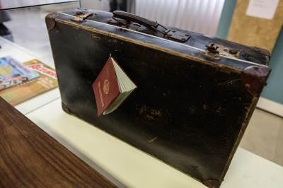 kofer, pasoš, gastarbajteri izložba, jugo moja jugo,