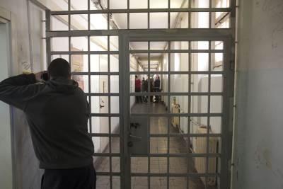 CZ, zatvor, kićenje jelke, jelka u zatvoru, zatvorenici kite jelku,