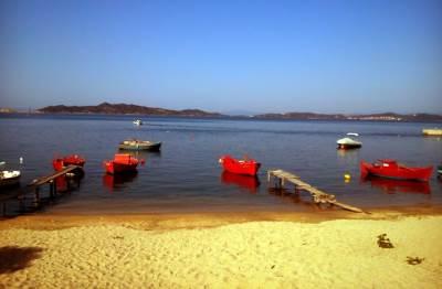 grčka leto brodić čamac plaža pesak uranopolis turirzam čamci turisti odmor