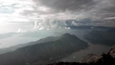 pokrivalica kotor boka kotorska more zaliv oblaci vreme prognoza kiša oluja bura