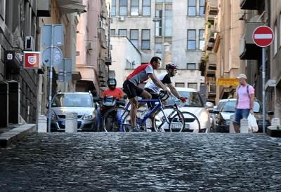 biciklisti, vožnja, bicikl, ulica, kaldrma,