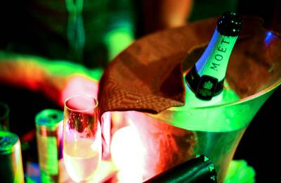 šampanjac, moet, piće, flaša pića, alkohol, ana nikolić, ana nikolic, kasina, noćni život, klubovi, izlasci, žurke, žurka